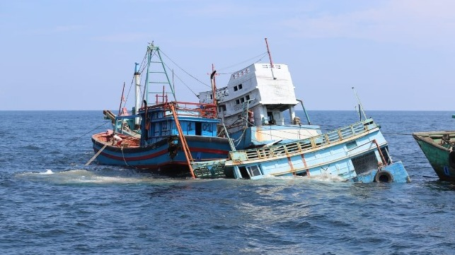 Minister Susi Pudjiastuti Sinks 51 Confiscated Fishing Vessels