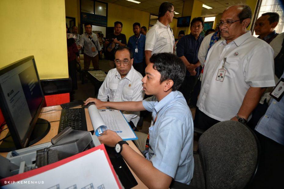 Menhub Sidak Kantor Pelni di Surabaya Cek Harga Barang Dari Kapal Tol Laut