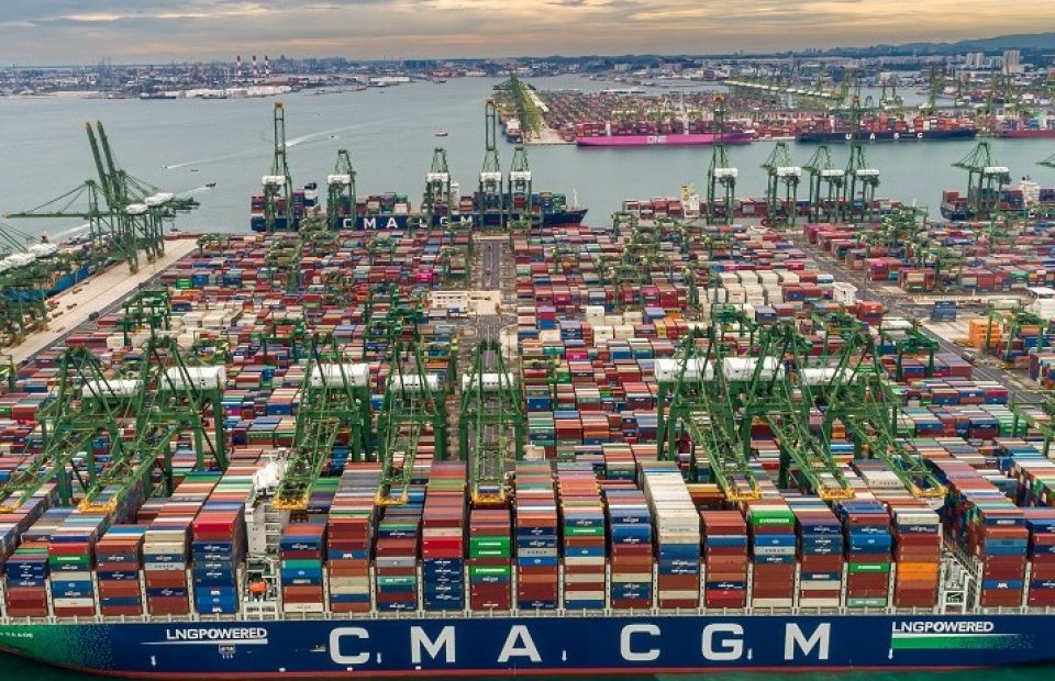 World's Largest LNG-Powered Containership Made Her Historical First Call in Singapore This Week