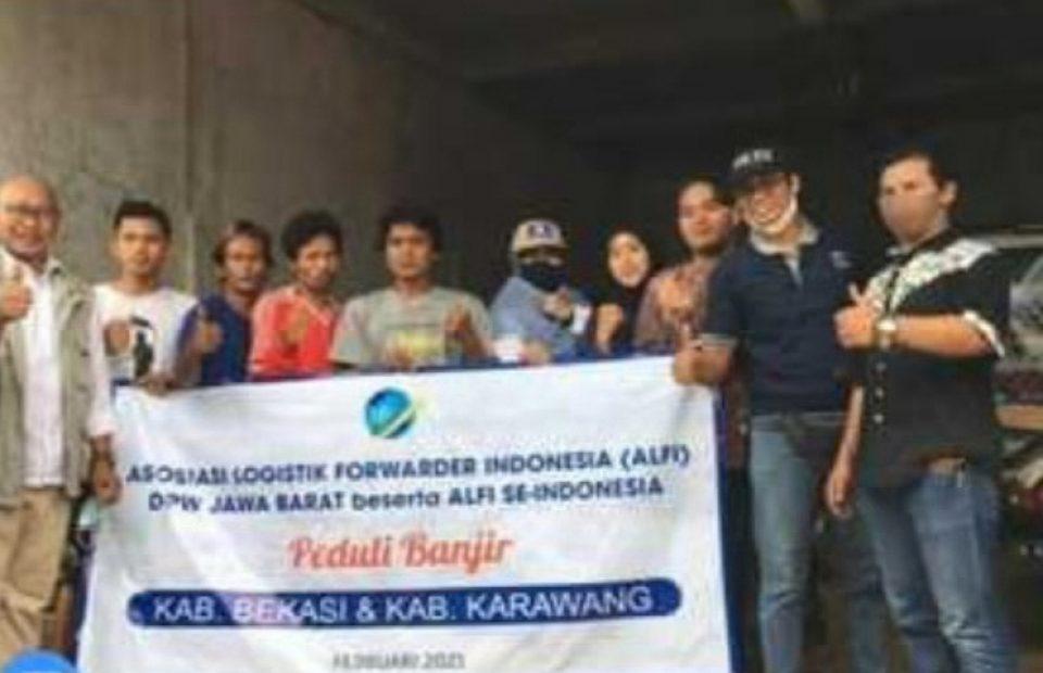 ALFI Jabar Delivers Aid to Flood-Affected Community in Bekasi and Kerawang