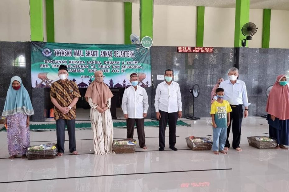 Sambut Idul Fitri 1442 H., Yayasan Annas Serahkan Santunan Kepada Lansia Eks TKBM Pelabuhan Priok