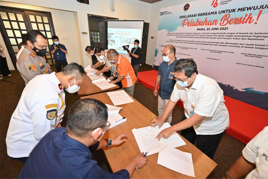 Wujudkan Pelabuhan Bersih, IPC Group, Mitra Usaha, dan Stakeholders Kepelabuhanan Tandatangani Deklarasi Bersama