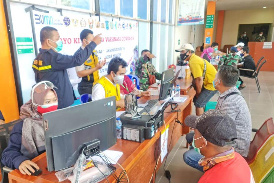 Dukung Percepatan Program Vaksinasi, Masyarakat Maritim Pelabuhan Tanjung Pandan Gelar Vaksinasi di Terminal Penumpang Laskar Pelangi